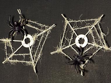 02-cobweb-coasters-spooky-crafts-sl