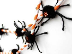 02-diy-halloween-crafts-spider-garland-fsl