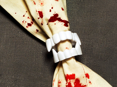 03-vampire-napkin-rings-spooky-crafts-sl